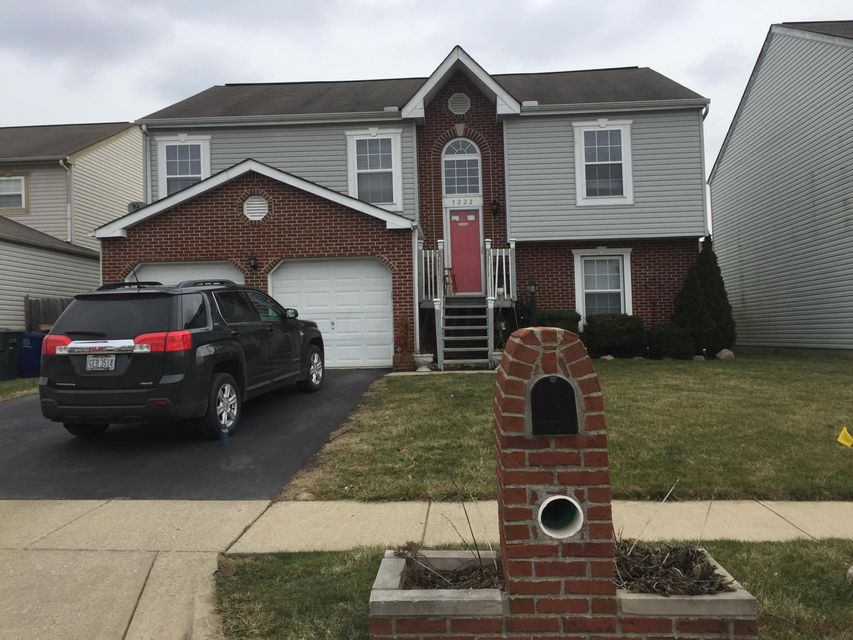 Photo of home for sale at 3222 Gallant Drive, Columbus OH