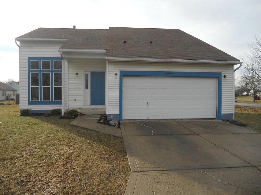 Photo of home for sale at 3969 Southwest Boulevard, Grove City OH