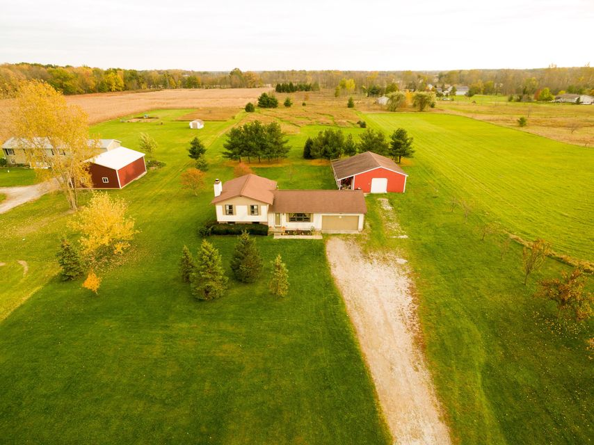 Photo of home for sale at 19375 Bellville Road, Marysville OH