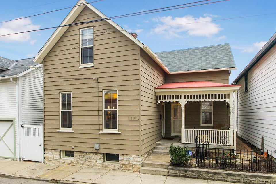 Photo of home for sale at 110 Concord Place, Columbus OH