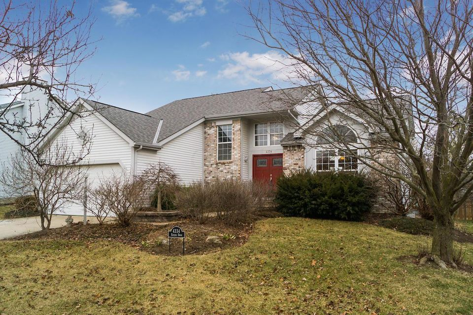 Photo of home for sale at 4334 Knickel Drive, Hilliard OH