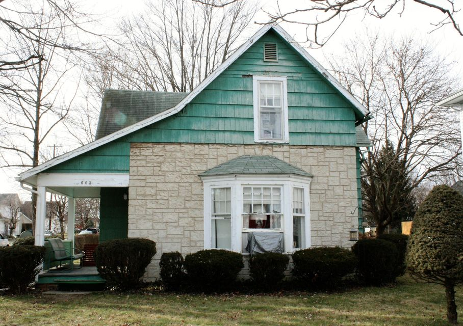 Photo of home for sale at 603 Main Street N, Marysville OH