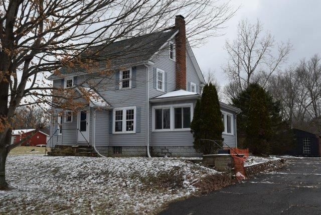 Photo of home for sale at 133 Avalon Road, Mount Vernon OH