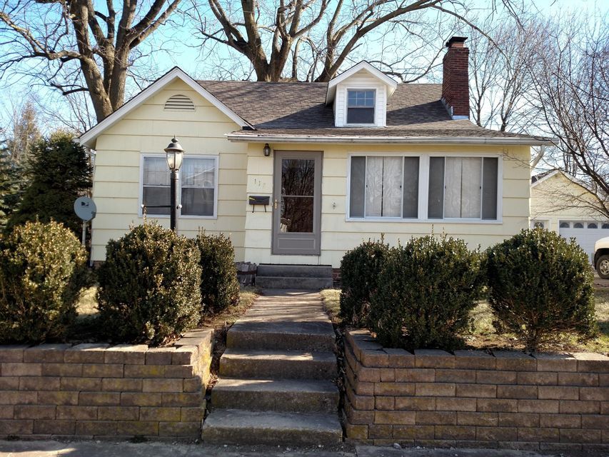 Photo of home for sale at 118 ELM Street, London OH