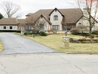 Photo of home for sale at 6691 Highland Lakes Place, Westerville OH
