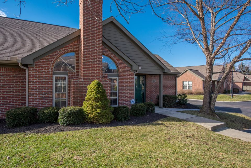 Photo of home for sale at 6667 Heatherstone Loop, Dublin OH
