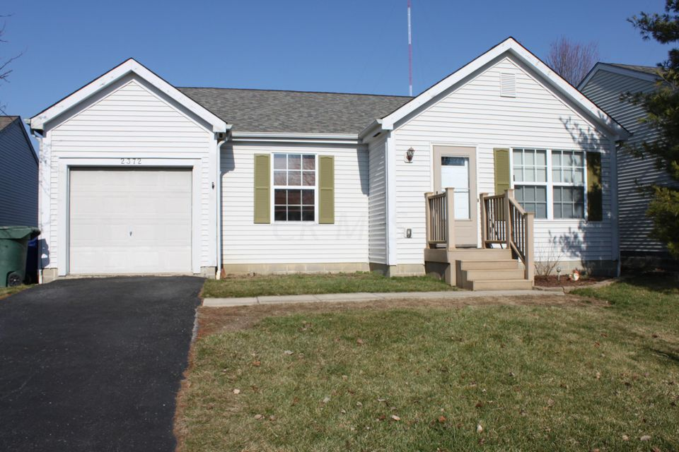 Photo of home for sale at 2372 Cannonmills Drive, Grove City OH