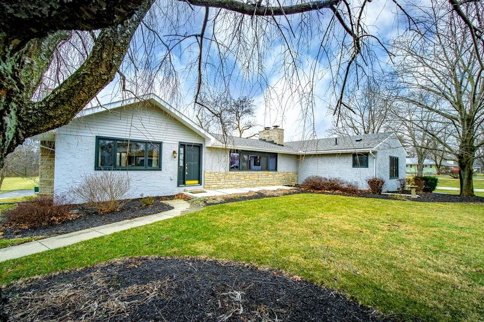 Photo of home for sale at 1959 Dyer Road, Grove City OH