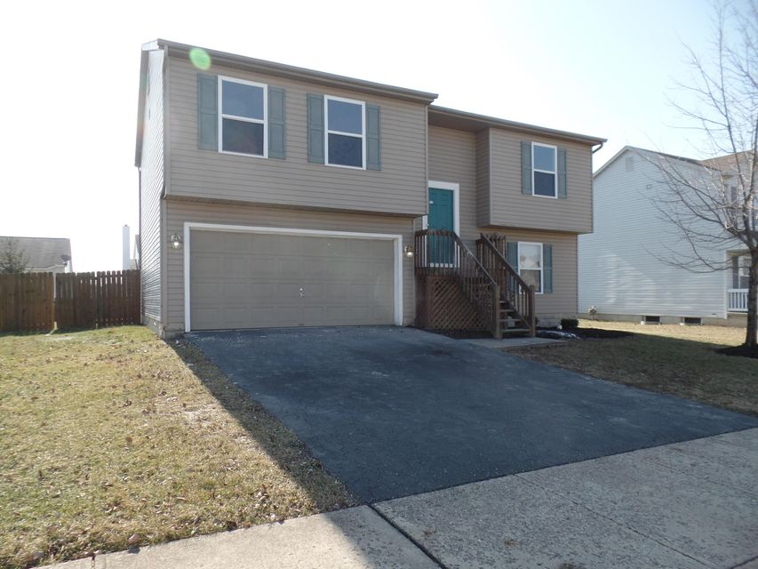 Photo of home for sale at 954 Brittany Drive, Delaware OH