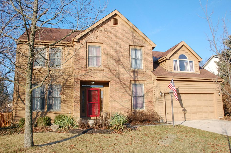 Photo of home for sale at 4729 Riverwood Drive, Hilliard OH