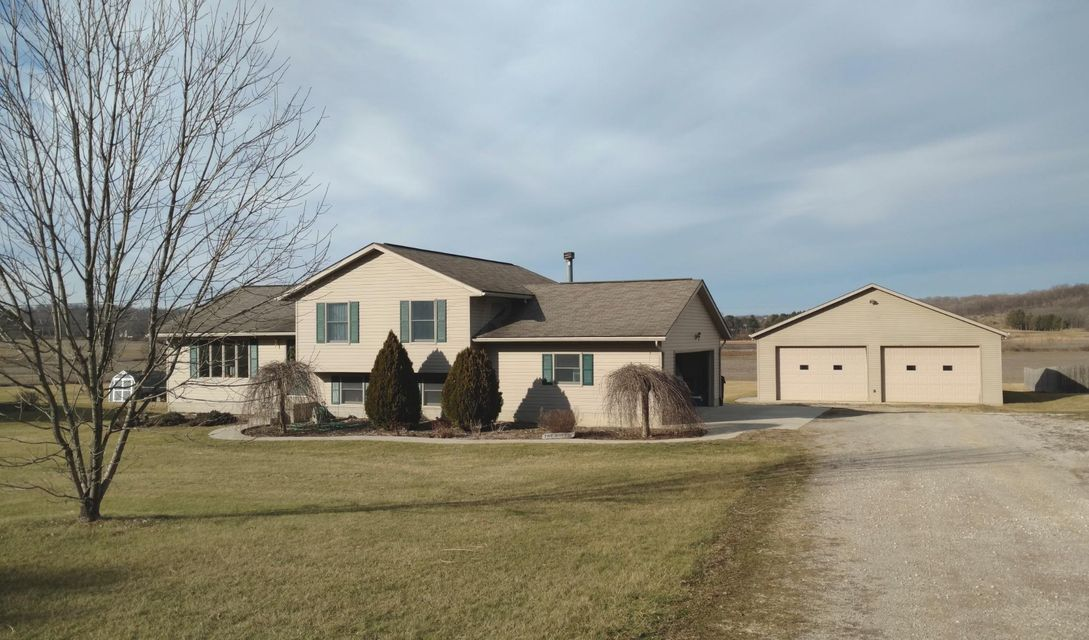 Photo of home for sale at 7815 White Chapel Road, Newark OH