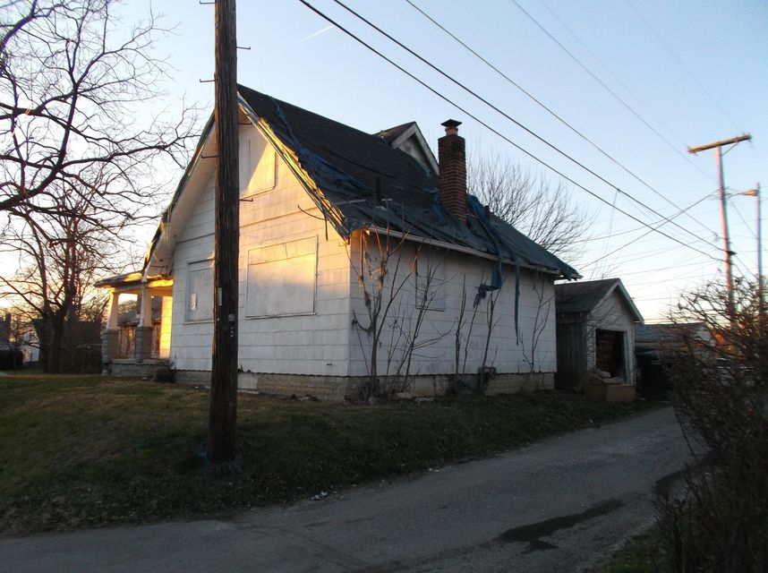 Photo of home for sale at 478 Whitethorne Avenue, Columbus OH