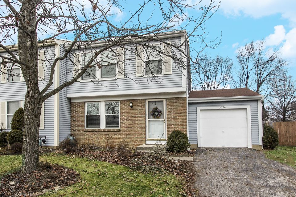 Photo of home for sale at 2096 SMOKY VIEW Boulevard, Powell OH
