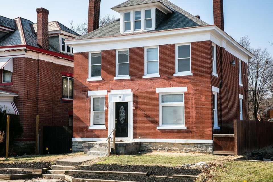 Photo of home for sale at 31 Sherman Avenue, Columbus OH