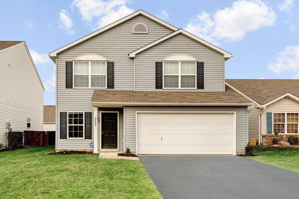 Photo of home for sale at 3825 Liriope Street, Canal Winchester OH