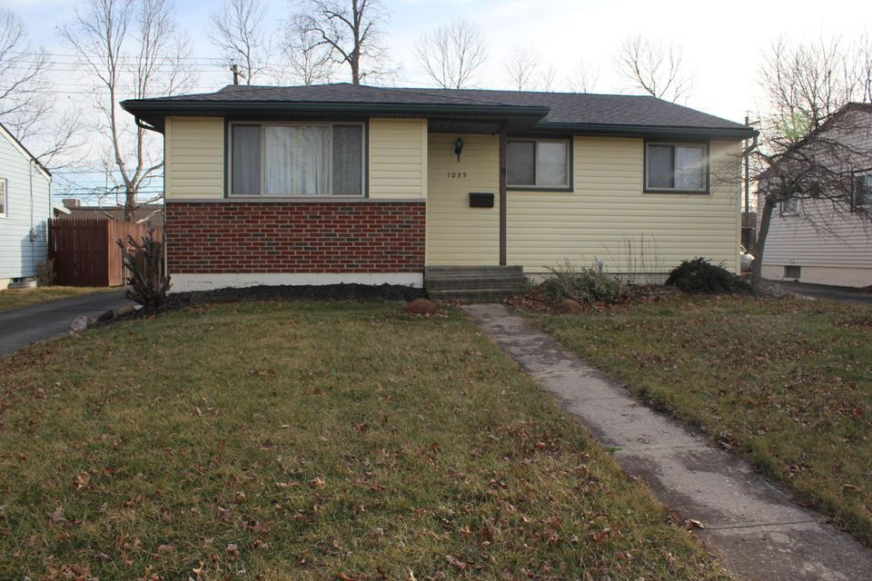 Photo of home for sale at 1035 Strimple Avenue, Columbus OH