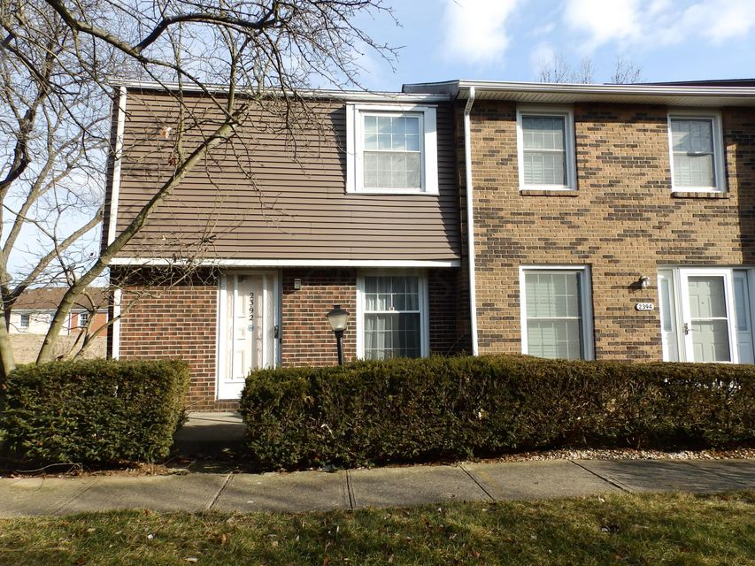Photo of home for sale at 2392 Hardesty Drive S, Columbus OH