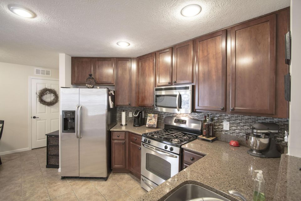 Photo of home for sale at 6136 Sowerby Lane, Westerville OH