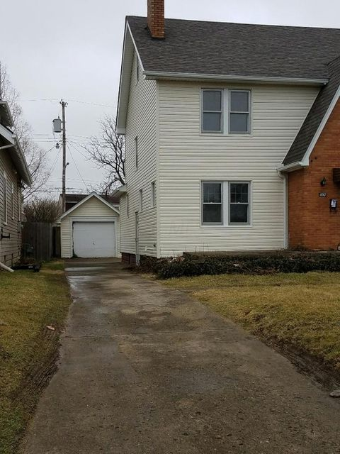 Photo of home for sale at 660 Hague Avenue S, Columbus OH