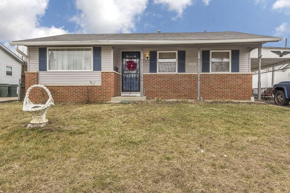 Photo of home for sale at 1018 Wedgewood Drive, Columbus OH