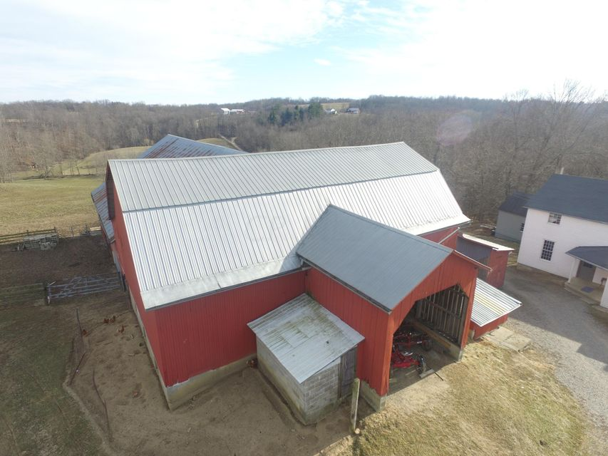 Photo of home for sale at 2210 Point Road W, Lancaster OH