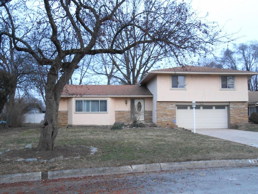 Photo of home for sale at 1429 Cottingham Court W, Columbus OH