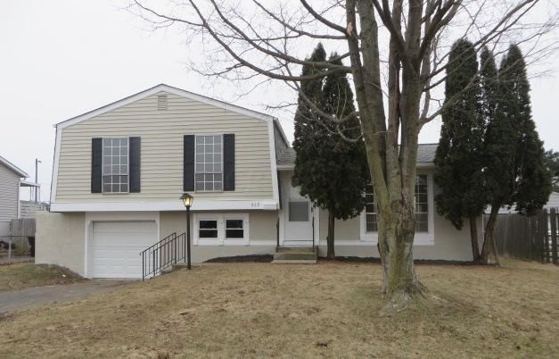Photo of home for sale at 969 Kyle Avenue, Columbus OH