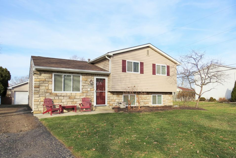 Photo of home for sale at 2434 Salem Avenue, Grove City OH