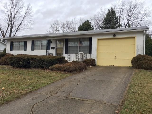 Photo of home for sale at 1994 Sumac Drive, Columbus OH