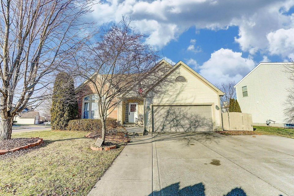 Photo of home for sale at 9025 Trinity Circle, Reynoldsburg OH