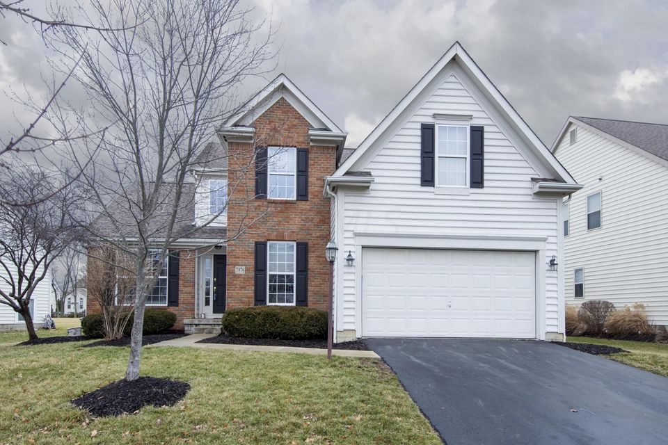 Photo of home for sale at 7976 Glenmore Drive, Powell OH
