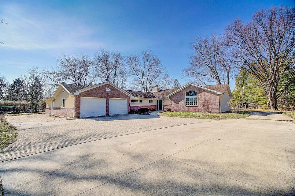 Photo of home for sale at 575 Murnan Road, Galloway OH
