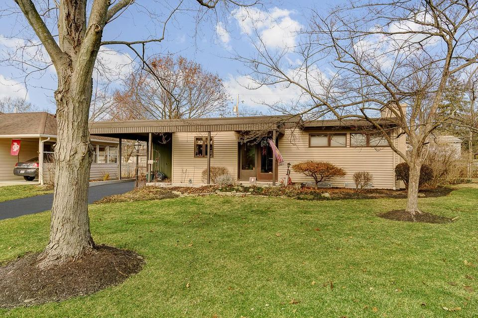 Photo of home for sale at 2298 WOODSTOCK Road, Columbus OH
