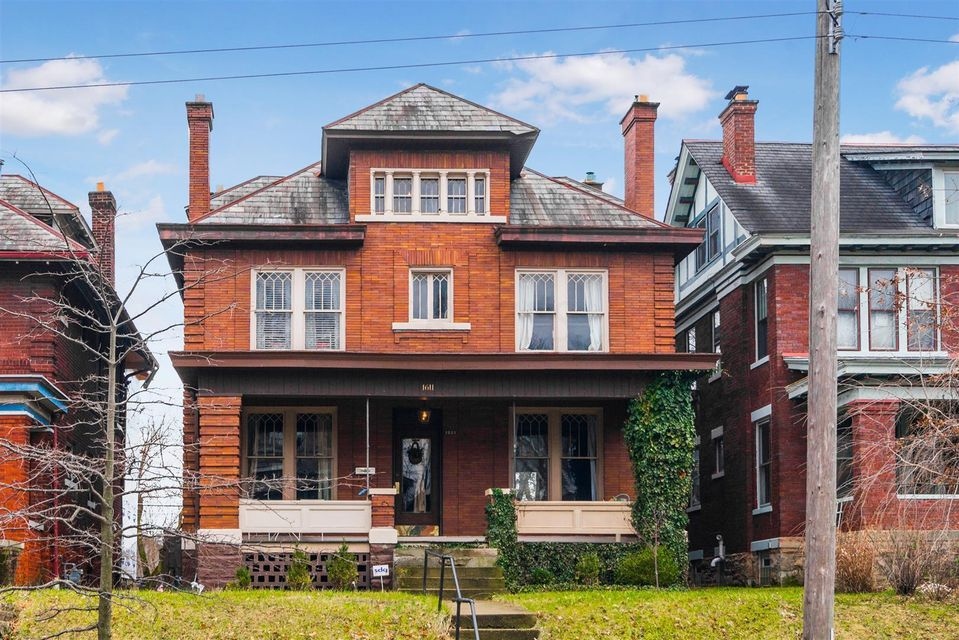 Photo of home for sale at 1611 Bryden Road, Columbus OH