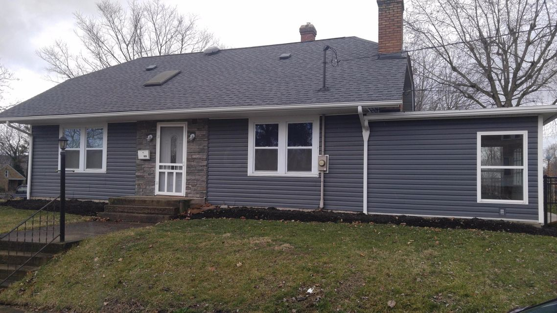 Photo of home for sale at 926 Main Parkway E, Newark OH