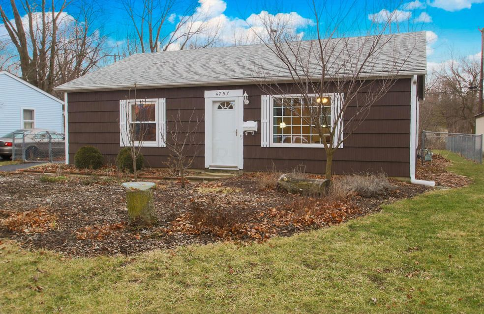 Photo of home for sale at 4757 Hillcrest Street S, Hilliard OH