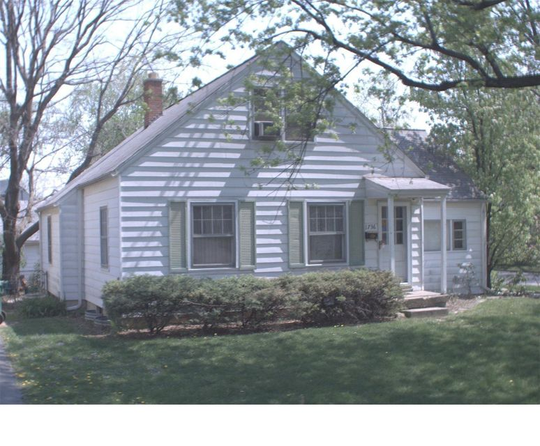 Photo of home for sale at 1736 Hess Boulevard, Columbus OH