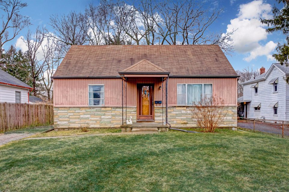 Photo of home for sale at 251 Maplewood Avenue, Columbus OH