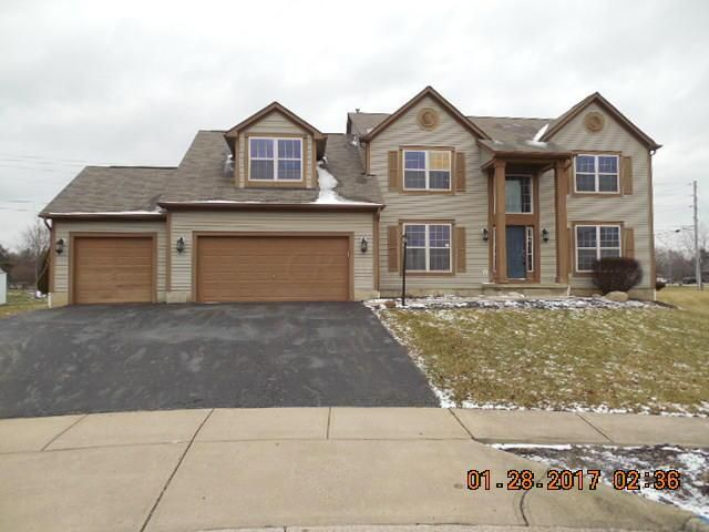 Photo of home for sale at 634 Manchester Circle N, Pickerington OH