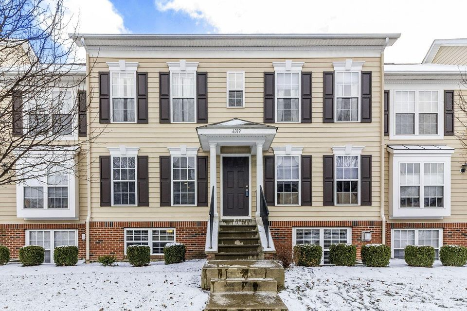 Photo of home for sale at 6319 Wagtail Road, Columbus OH