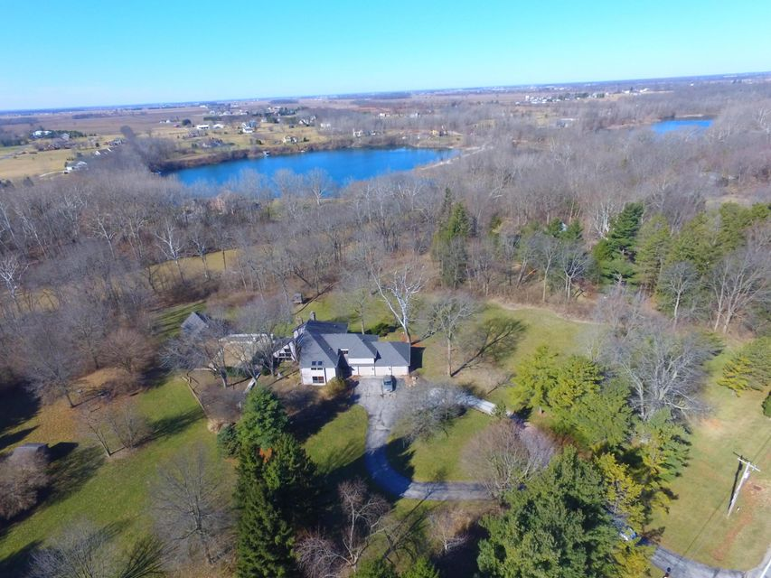 Photo of home for sale at 3627 Amity Road, Hilliard OH