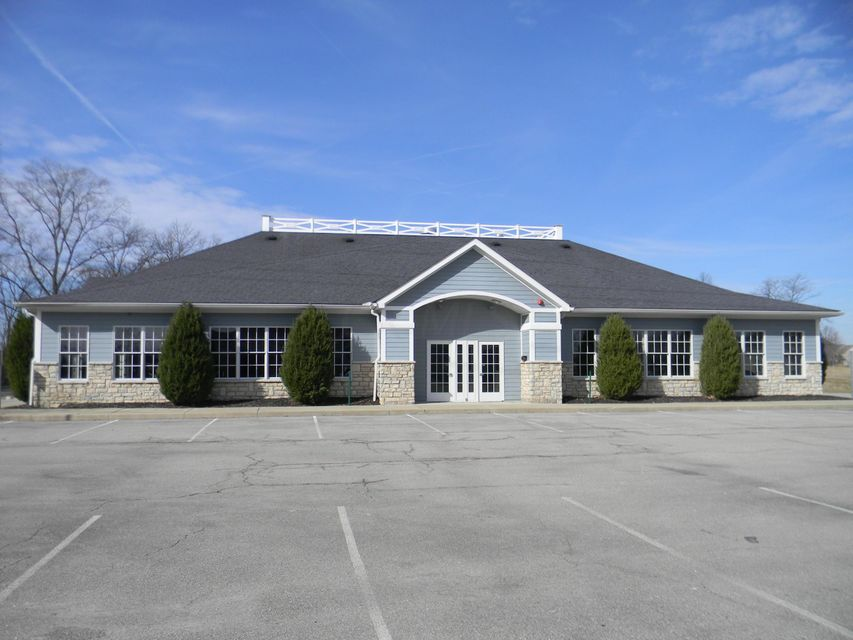 Photo of home for sale at 7560 SAWMILL Parkway, Powell OH