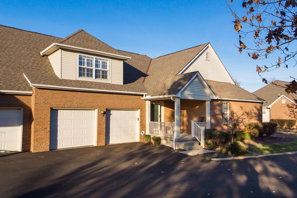 7017 GREENSVIEW VILLAGE Drive, Canal Winchester, OH 43110