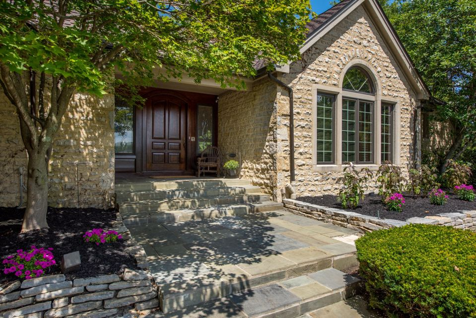 Photo of 1590 Abbotsford Green Drive, Powell, OH 43065