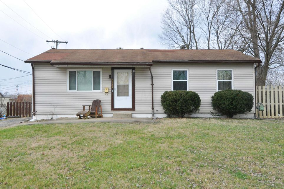 Photo of home for sale at 5542 Shoreline Court, Columbus OH