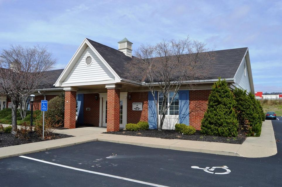 Photo of home for sale at 1303 River Valley Boulevard, Lancaster OH