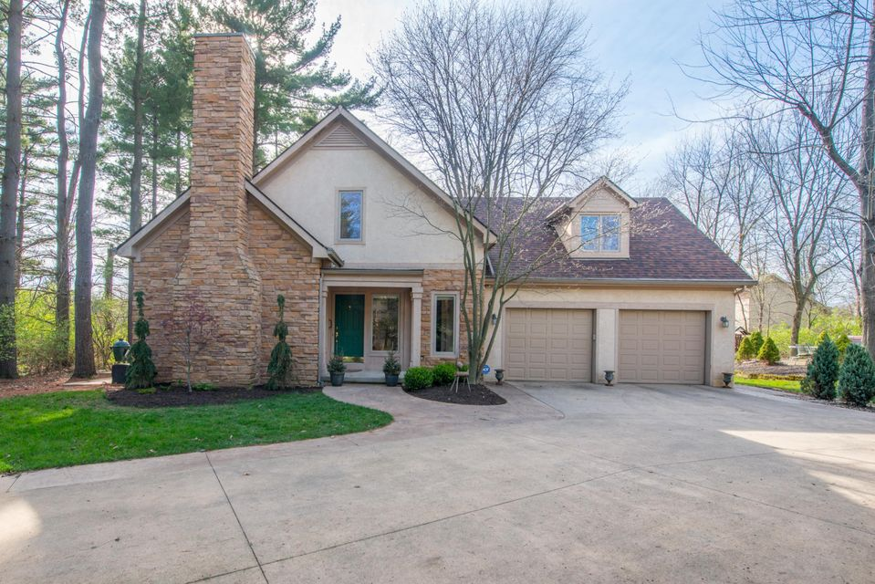 586 Pinegrove Place, Columbus, OH 43230