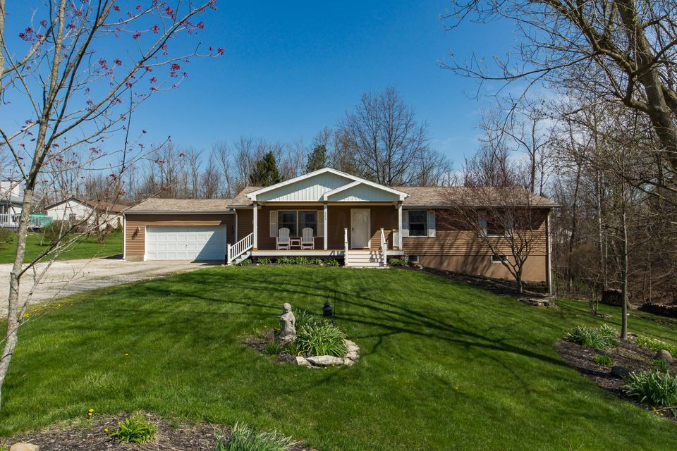 162 Middle Ground Road SW, Pataskala, OH 43062