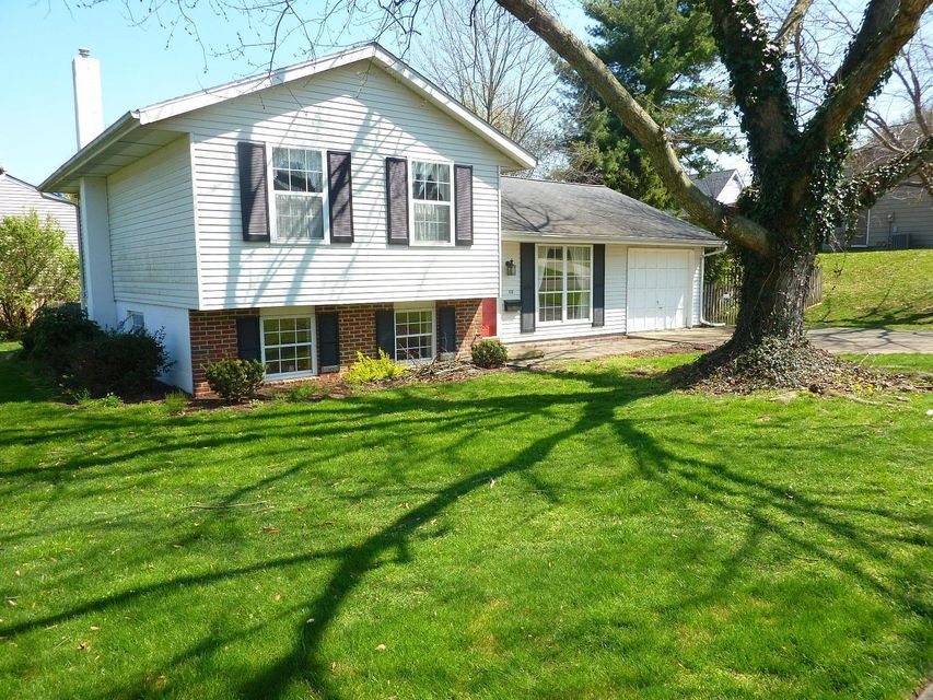 172 Green Meadow Drive, Newark, OH 43055