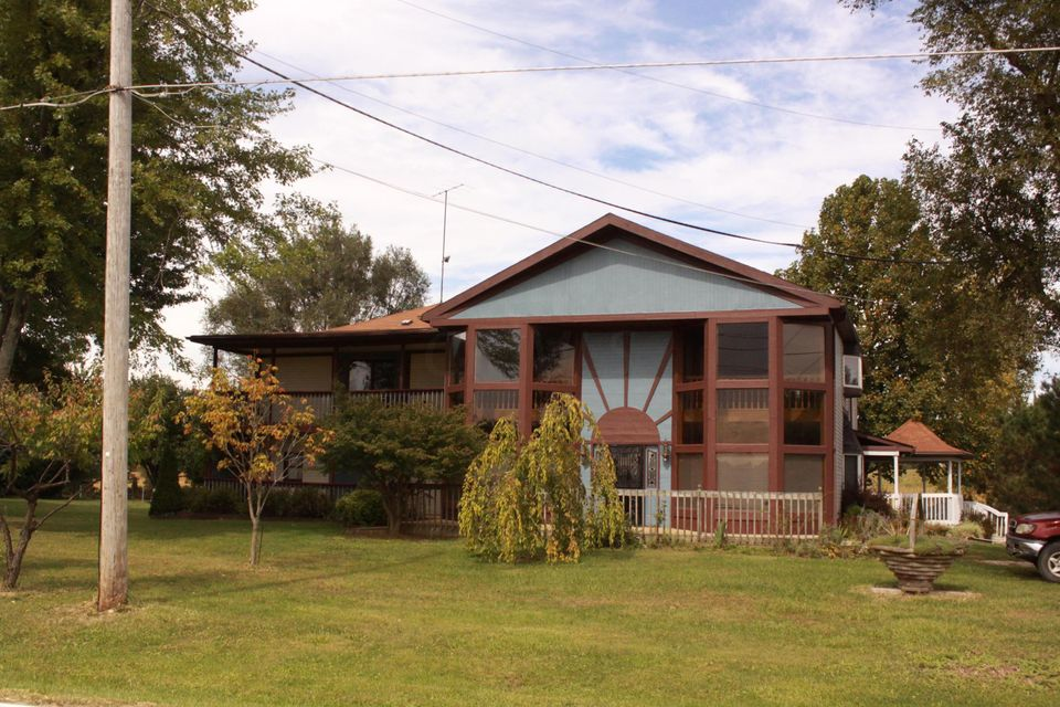 Photo of home for sale at 10154 Morse Road SW, Pataskala OH